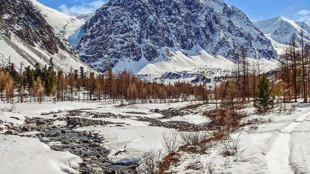 osennie-derevja-v-uralskih-gorah-640x360.jpg