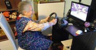 25 забавных снимков из серии «Не все бабушки – это божьи одуванчики»