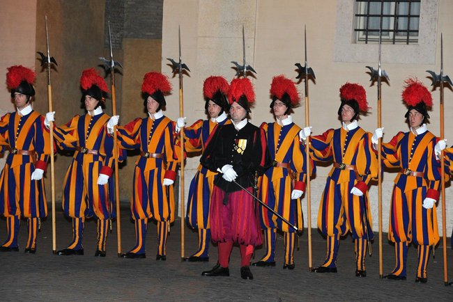 Pontifical_Swiss_Guards_-_25_nov_2013.jpg